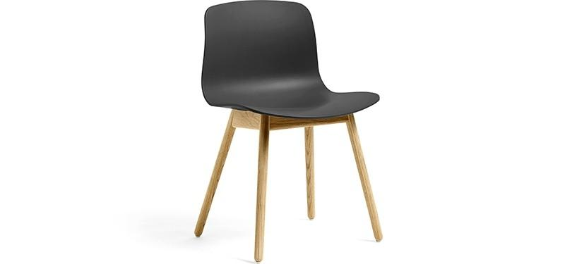 HAY About a Chair AAC12 · Soft black · Eg klar lak
